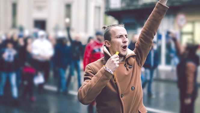 La défiance envers les élites se concrétise aujourd'hui dans la rue. Toute une partie de la population se sent exclue par ses gouvernants. Le phénomène ne se limite pas à la France. © iStockphoto / urbazon