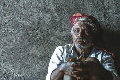 Haribhau Kumbhekar n'est plus le même... Comme des milliers d'agriculteurs, cet indien de l'État du Maharashtra a été intoxiqué par les pesticides.