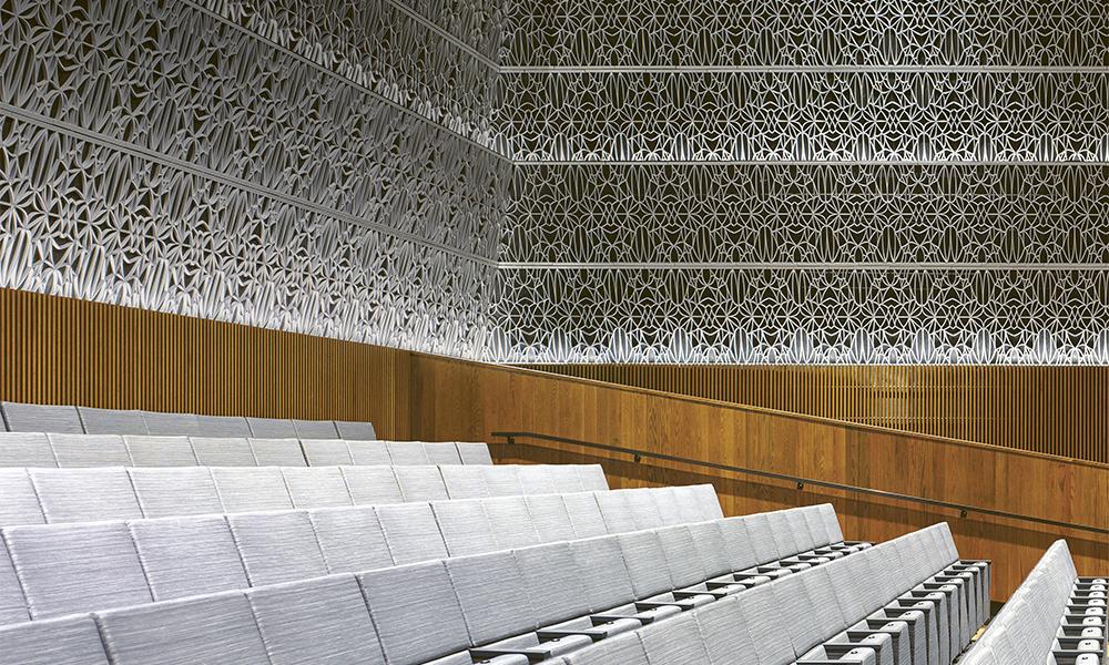 L'auditorium de 370 places s'appelle le Théâtre Opra Winfrey, du nom de la personnalité télévisuelle qui a donné $13 millions au musée (Fischer Dachs Associates).