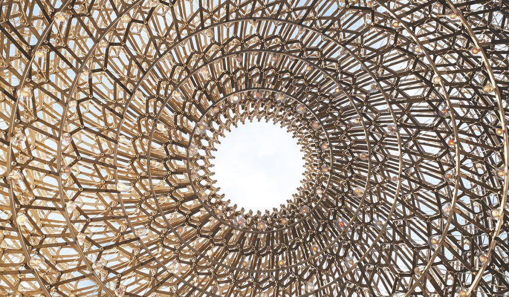 The Hive. Cette ruche de 40 mètres de haut reprodui l'activité d'une colonie d'abeilles.