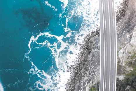 East Pacific Drive. Quand les routes de la côte est sont suspendues entre terre et mer.