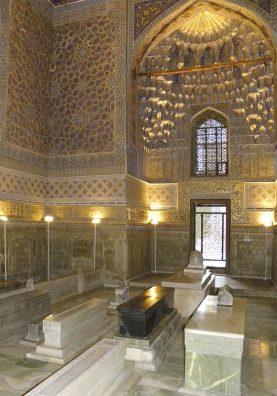 Samarcande. Cénotaphe en néphrite noire de l'homme de guerre sanguinaire et grand conquérant Amir Témour (Tamerlan).La crypte, avec les tombes, se trouve sous le mausolée. Tamerlan y gît dans un sarcophage en marbre.