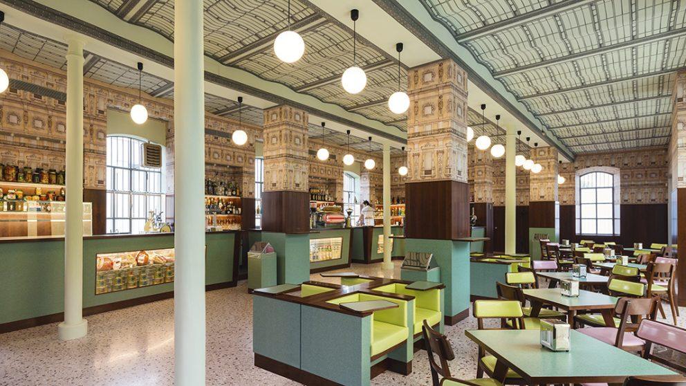 Décoré par le cinéaste Wes Anderson, le café de la Fondation est un clin d'œil aux années 1950 et aux cafés milanais de cette époque.