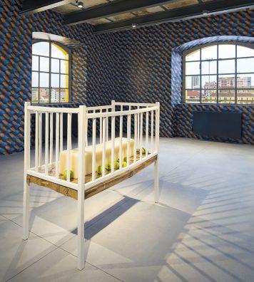 Une installation de l'Américain Robert Gober.