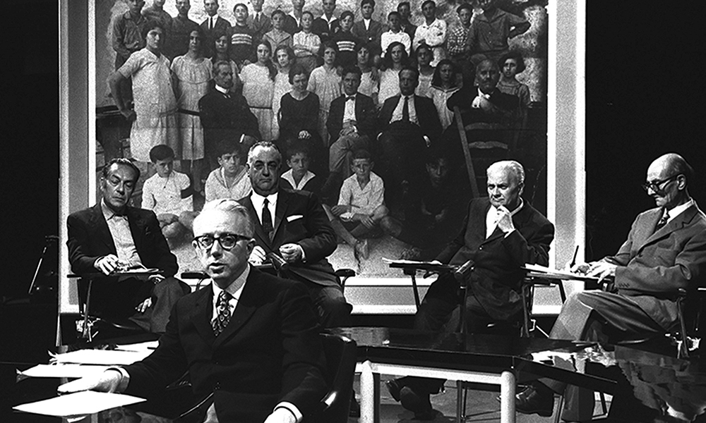 TV 70 : Francesco Vezzoli guarda la Rai. III B : Facciamo l'appello, 1971, d'Enzo Biagi et Renato Guttuso.