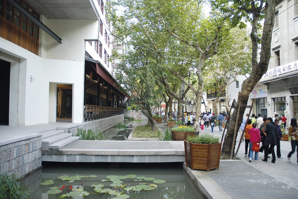 Ici, les architectes ont retenu la majorité des bâtiments anciens, préférant intervenir ponctuellement sur tel ou tel pavillon.