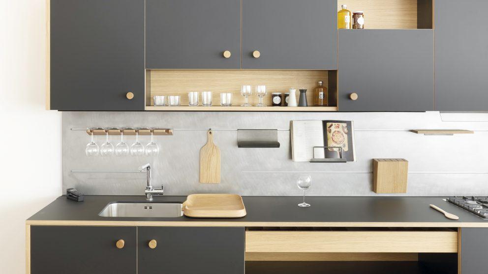Lepic est la première cuisine industrielle créée par Jasper Morrison pour Schiffini, en 2016.