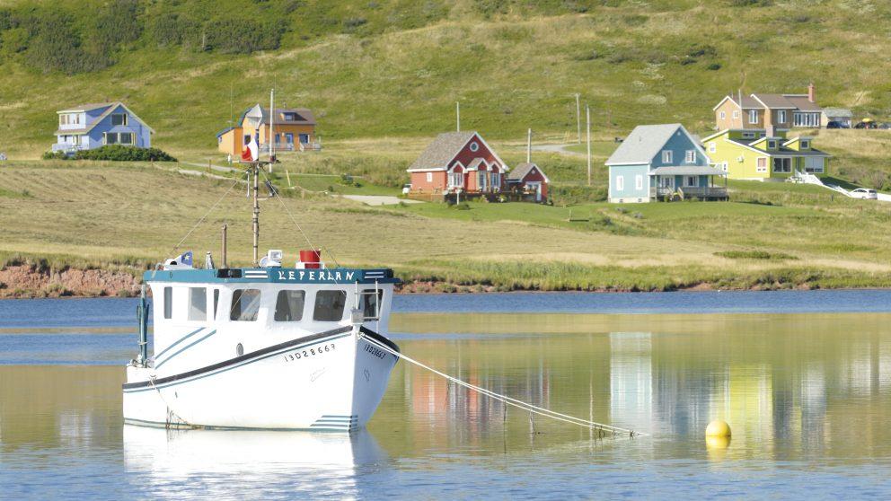Les maisons des îles sont peintes de couleurs vives, îles de la Madeleine