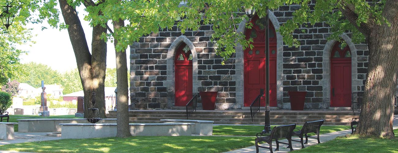 Décider ensemble. À Saint-Basile-le-Grand au Québec, les électeurs ont finalement choisi de redorer la place centrale de leur village, rebaptisée Place des Générations.
