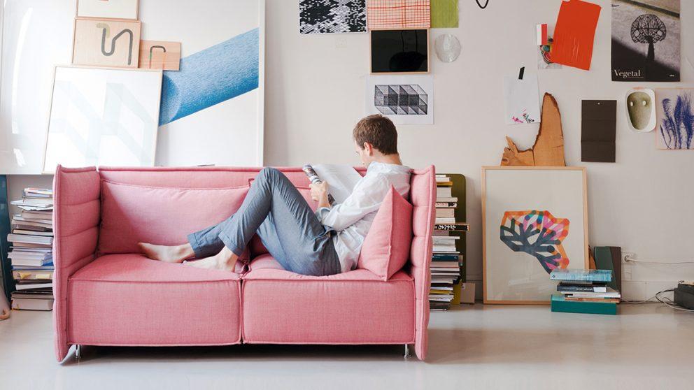 Des meubles qui fonctionnent à la maison comme au bureau. À l'instar du canapé « Alcove », de nombreuses pièces produites par les Bouroullec se retrouvent dans des appartements privés aussi bien que dans des espaces de travail.