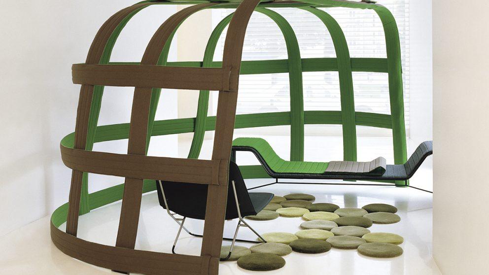 Des débuts remarqués chez Cappellini. Les frères Bouroullec ont été repérés très jeunes par l'éditeur italien, qu'ils ont séduit par leur approche résolument innovante du design. Ils ont produit pour lui notamment la « Spring Chair », qui se décline en plusieurs versions.