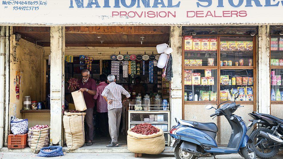 Le marché aux épices de Kochi. Au cœur du quartier de Jew Town, rempli d'odeurs d'épices, la plupart des magasins vendent leurs marchandises entreposées dans des sacs en toile de jute.