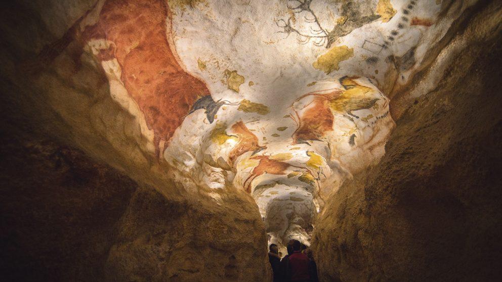 Réplique parfaite. Le visiteur est plongé dans la grotte sans même réaliser qu'il s'agit d'une copie.