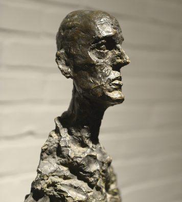 Cette salle constitue l'un des moments forts de la visite du musée. L'interaction entre les sculptures du Suisse Alberto Giacometti et l'architecture de Bo et Wohlert est surprenante.