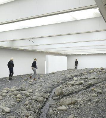 Cette installation centrale de l'exposition d'Olafur Eliasson (2014) fut conçue spécifiquement pour l'aile sud du musée. Elle se concentre sur les liens subtils qui marient la nature, l'art et l'architecture.