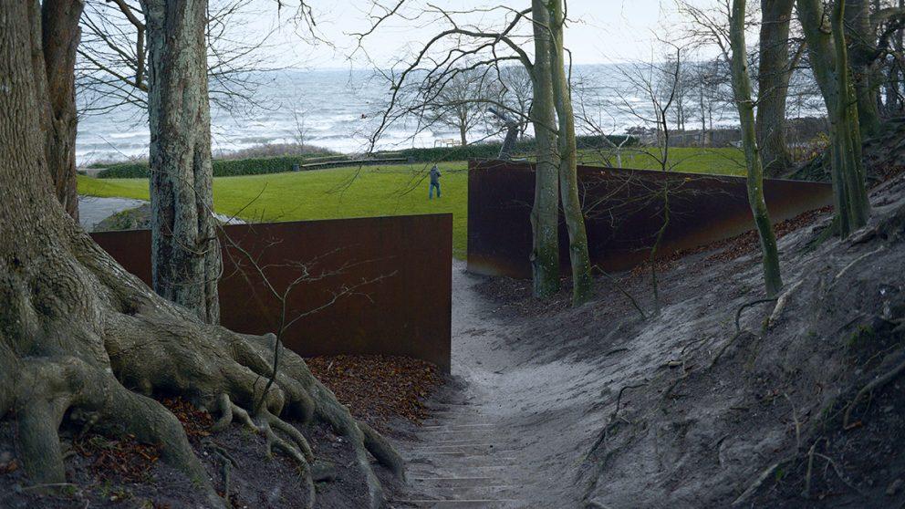 « The Gate in the Gorge » (1983-1986) de Richard Serra. Cette œuvre a été pensée et créée pour ce parc.