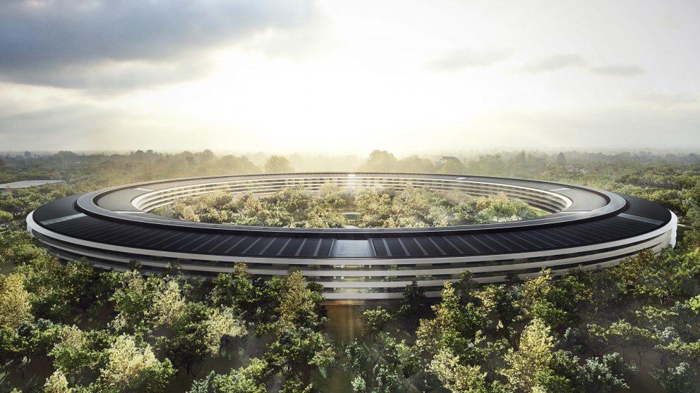 Apple Park, Cupertino, Californie, États-Unis, 2017. Un bâtiment en forme d'anneau avec une circonférence extérieure de 1,6 kilomètre, le nouveau QG d'Apple laisse pas moins de 80 % du terrain de 76 hectares à la nature.