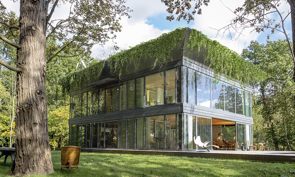 P.A.T.H., la maison écologique selon Starck. Doté d'une toiture végétalisée, équipé d'une éolienne, de panneaux solaires et de matériaux isolants de haute qualité, ce bâtiment produit plus d'énergie qu'il n'en consomme.