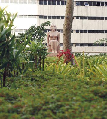 Le jardin-terrasse conçu par Roberto Burle Marx pour l'ancien Ministère de l'éducation et de la santé, à Rio de Janeiro. Masses végétales, contraste des textures et verticalité.