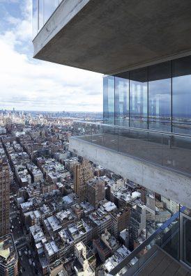 56 Leonard Street. Cette tour dans le quartier Tribeca de New York, est, selon les architectes, un empilement de maisons individuelles, chacune conçue de l'intérieur vers l'extérieur, d'où une apparence irrégulière mais cohérente.