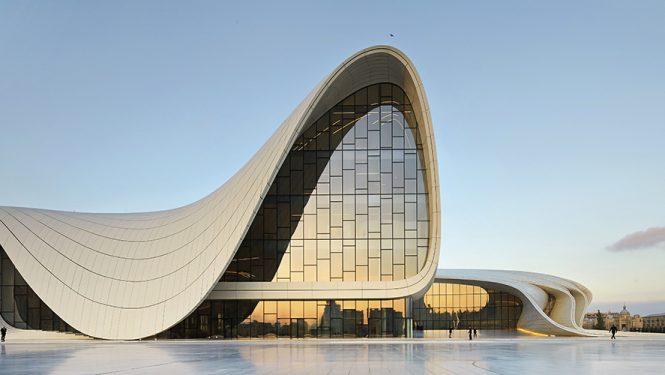 Heydar Aliyev Center, Bakou, Azerbaïdjan, 2012. Une fluidité architecturale évidente ressort de cette image d'un centre culturel avec une superficie de plus de 100 000 m2.