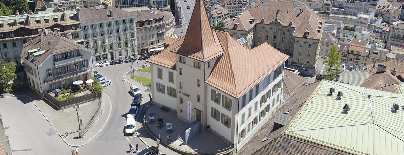 Le mudac, un musée pour tous. A Lausanne, cette institution est synonyme de passerelle entre la vielle ville et la ville moderne, entre l'art antique et l'art moderne.
