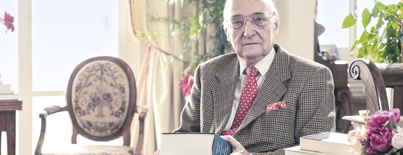 Professeur Roger Francillon. « A mon sens, la notion de littérature repose sur trois facteurs déterminants : une langue, un territoire, un champ institutionnel. »