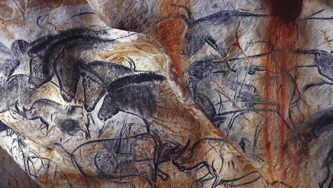 Panneau des chevaux. Caverne du Pont d'Arc, réplique de la Grotte Chauvet, France.