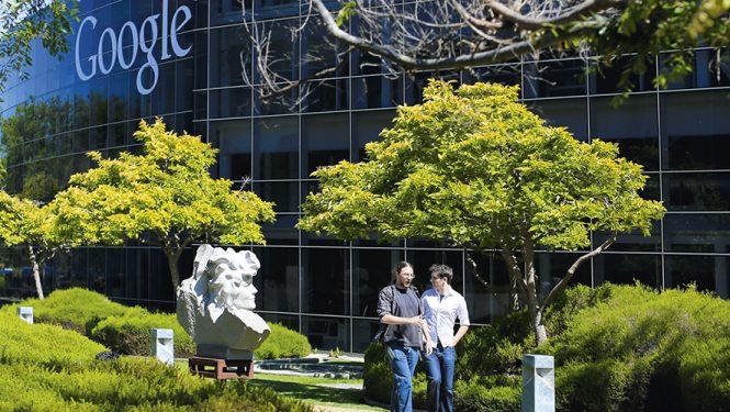 La mort n'est qu'un « bug » que Google va corriger. Au siège social de l'entreprise la plus puissante du monde, à Mountain View, Silicon Valley, on prépare un monde peuplé d'humains qui vivront plusieurs siècles.