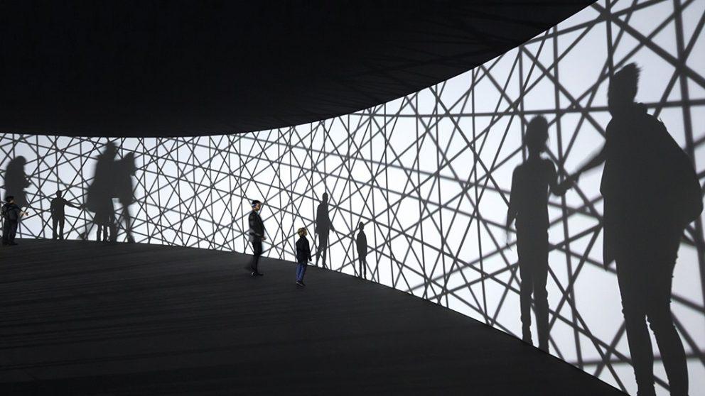 L'exposition Contact (17 décembre 2014 - 23 février 2015) consacrée à Olafur Eliasson. Map for unthought thoughts : le visiteur, plongé dans le noir, a l'impression de marcher sur la Lune ou d'être dans un espace cosmique.