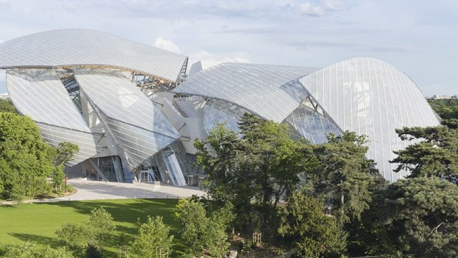 L'architecture épouse la nature. La Fondation Louis Vuitton vue du Jardin d'Acclimatation.