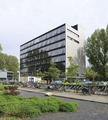 Le Buro Rietveld et l'Institut Sandberg.Extension de l'école réalisée en 2003 par Benthem Crouwel Architects