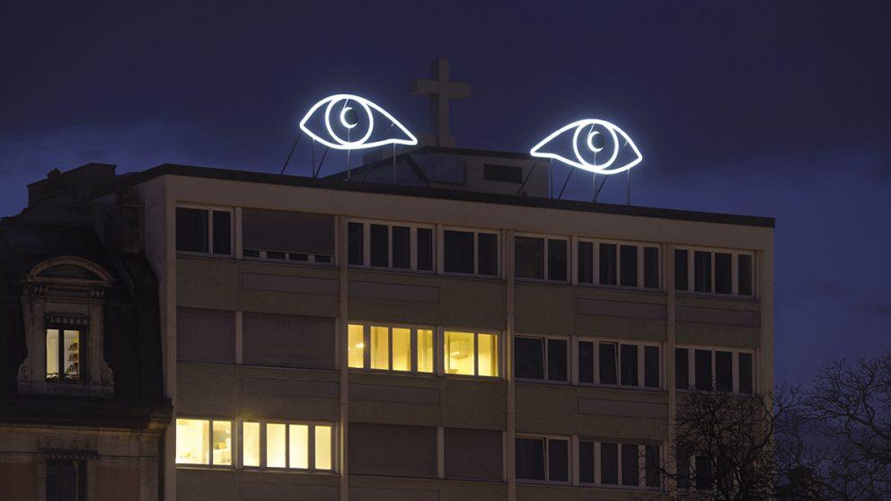 « Axis of Silence ». Œuvre réalisée par le Kosovar Sislej Xhafa et située avenue du Mail.