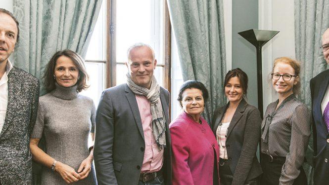 Les membres du jury du Prix littéraire SPG à la Société de Lecture de Genève, en compagnie de Marc Voltenauer (au centre), lauréat du Prix littéraire SPG 2016.