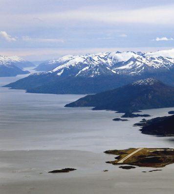 Arrivée du Raid Latécoère en Amérique du Sud. Sur la minuscule piste d'Ushuaïa.