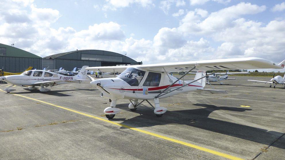 Raid Latécoère Afrique. Sur le tarmac de l'aéroport de Toulouse-Francazal, les petits monoplans patientent avant de décoller.