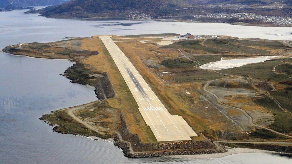 Ushuaïa. A la pointe sud de l'Amérique latine, la courte piste d'atterrissage, qu'il ne faut pas rater.