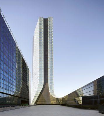 CMA-CGM Tower, Marseille, France, 2011. La tour est située au centre d'Euroméditerrannée. Elle a pour ambition de placer Marseille parmi les plus grandes métropoles européennes.