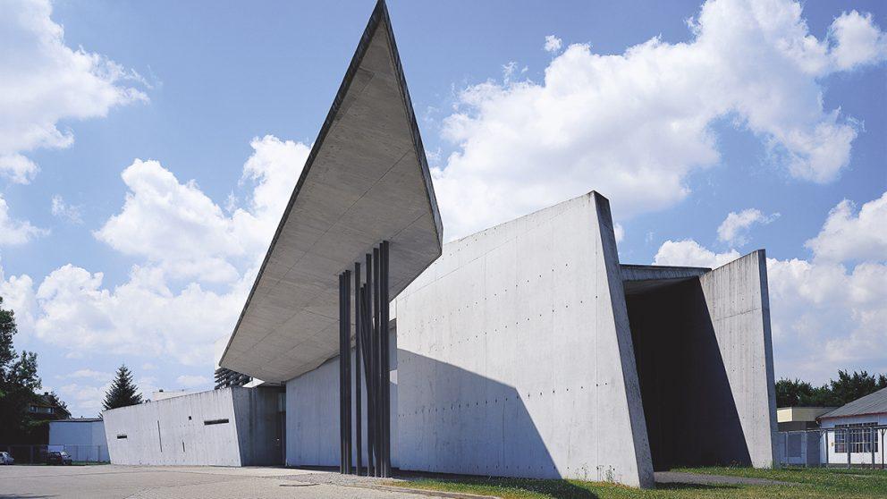 Poste d'incendie Vitra (Weil-am-Rhein, Allemagne, 1991–1993). Des formes en angles aigus qui étaient alors en rupture avec les tendances de l'architecture contemporaine.