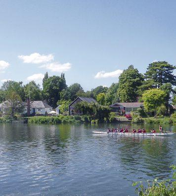 Maison amphibie Formosa à Marlow en Angleterre. Située sur une île dans la Tamise dans le Buckinghamshire, cette maison est conçue pour flotter lors des crues.