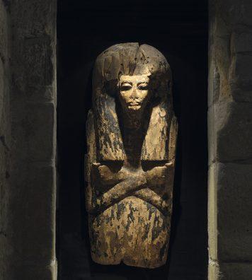 Collections Berger. Les caves voûtées de la maison nous transportent dans des univers aussi riches que l'art égyptien ou l'art asiatique.