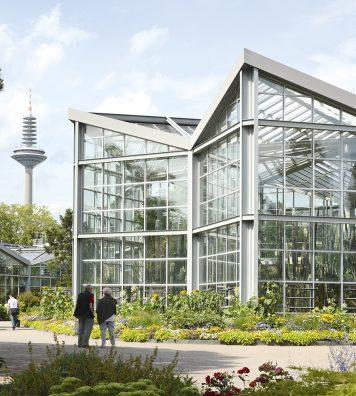 Le Tropicarium du Palmengarten de Francfort. Pour réaliser cette serre de 5 000 mètres carrés, l'architecte s'est inspiré de la coupe transversale d'un cactus.