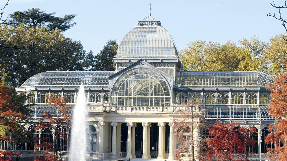 Le Palacio de cristal de Madrid. Situé dans le parc du Retiro à Madrid, il a été réalisé dans les années 1880 comme un jardin d'hiver.