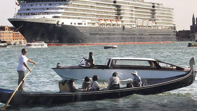 En 10 ans, le secteur de la croisière a augmenté de 68 %. En septembre 2016, les Vénitiens ont manifesté contre les « grandi navi » qui traversent la lagune et causent des dégâts sur leur passage.