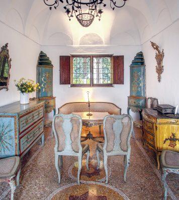 Le salon vénitien. Il est décoré avec des meubles du XVIIIe siècle.