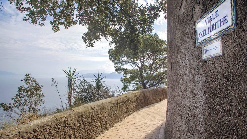 Le médecin suédois Axel Munthe. Bâtisseur de la Villa San Michele, il a laissé un souvenir profond à Capri où une rue porte son nom.