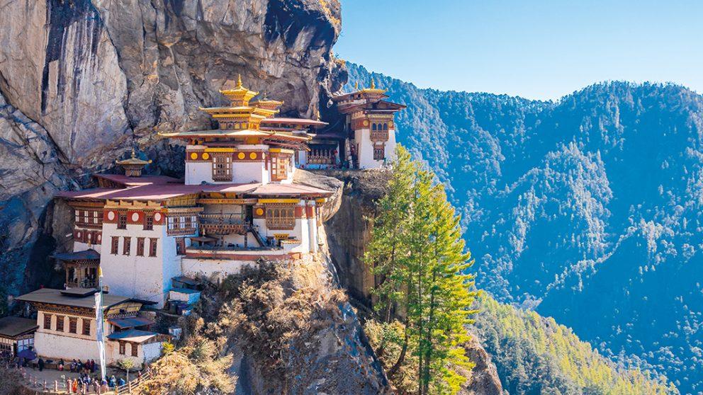 Accroché à la falaise, le spectaculaire monastère Taktsang – le « Nid du Tigre » – est l'un des plus visités du pays.