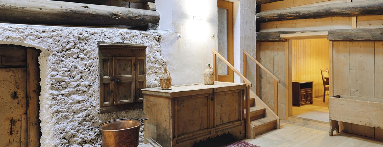 La Chesa Sulai à S-chanf (GR). Certaines des poutres d'origine les plus anciennes datent du XIVe siècle.