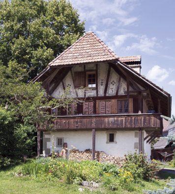 La Ofenhausstöckli à Niederhäusern (BE). Elle forme un ensemble idyllique, avec trois autres fermes, dans le hameau.