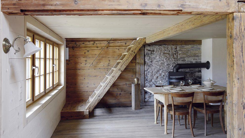 La Bödeli-Huus de Bönigen (BE). Adeptes des rénovations douces et écologiques, les architectes chargés de la restaurer ont privilégié les matériaux naturels.